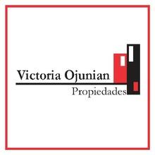 Logotipo Victoria Ojunian Propiedades